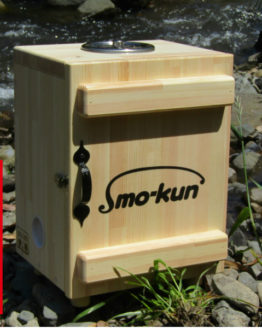 燻製をやってみたいんですという知人の依頼から、出来上がった燻製器 スモークンの写真です。